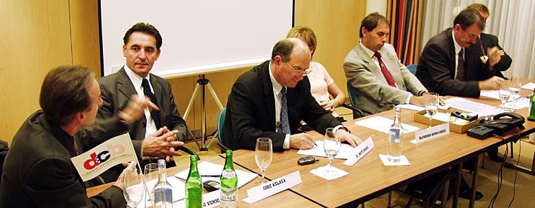 s lijeva na desno: Željko Vukić, Jure Kelava, Mate Granić, Hloverka Novak-Srzić, Davor Pavuna, Šimun Šito Ćorić, Osvin Gaupp