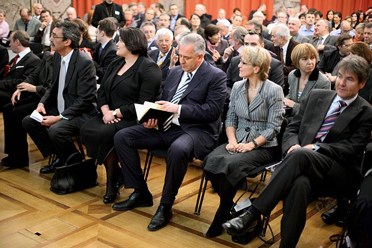 S lijeva: dr. Eric Honegger, prof.dr. Mirjana Sanader, premijer, Rita Fuhrer i veleposlanik Jakša Muljačić.