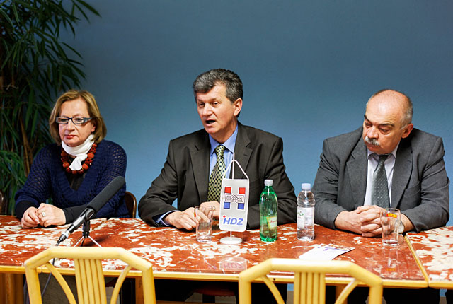 Zdenka Babić-Petričević, prof. dr. Milan Kujundžić i Ivan Roščić