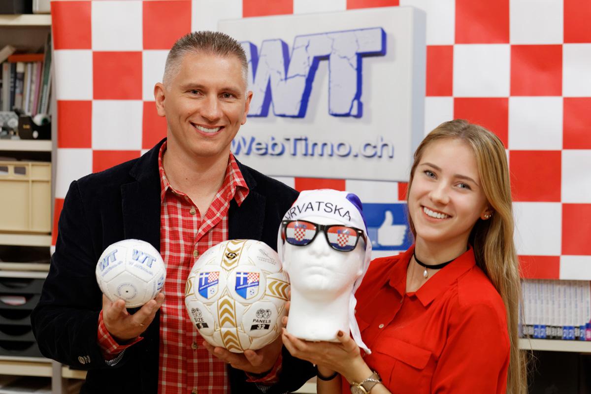 Dubravko i Vanessa Janjiu0107 s proizvodima firme WebTimo.