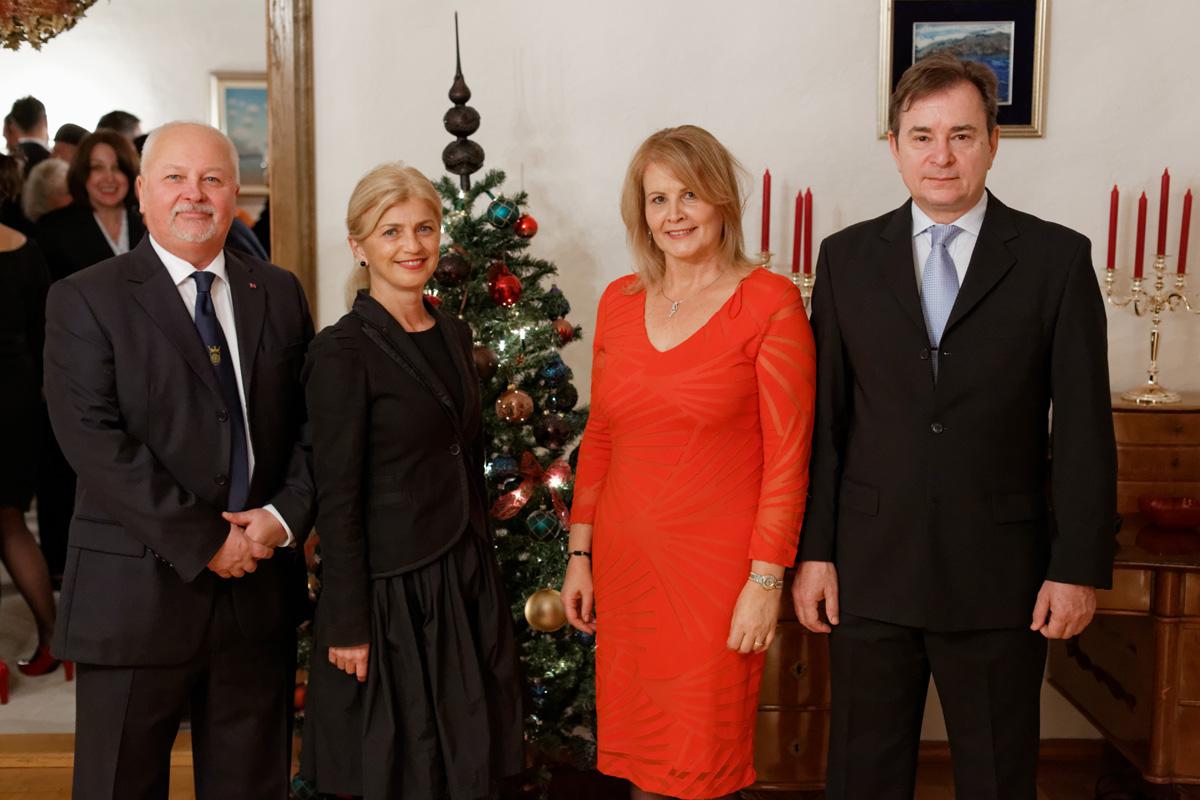 Generalni konzul Slobodan Mikac sa suprugom Kristinom i veleposlanik Aleksandar Heina sa suprugom Zvjezdanom.